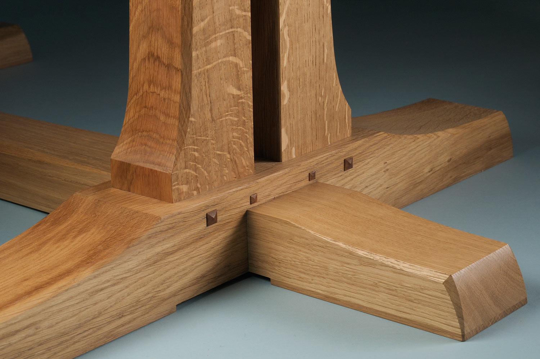 Farnham dining table foot