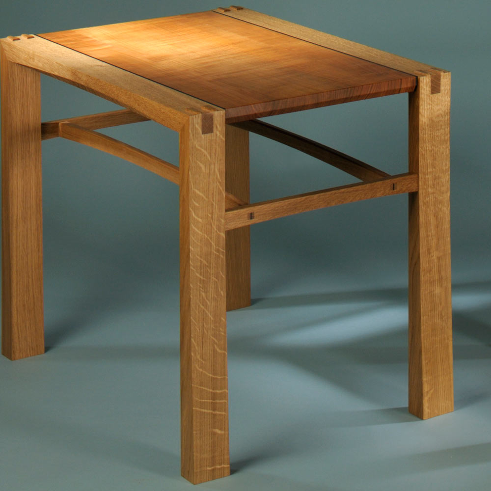 SIde table in oak and English cherry